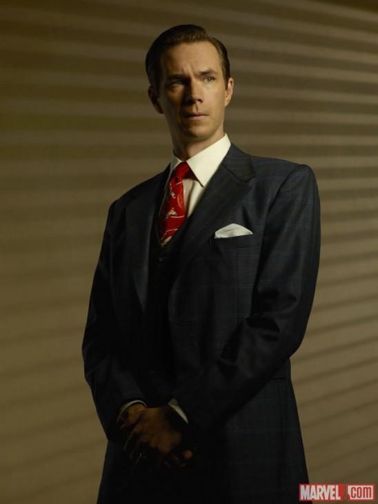 James D'Arcy no papel de Edwin Jarvis na série da Agent Carter