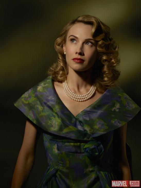 Wynn Everett comos Whitney Frost na série Agent Carter
