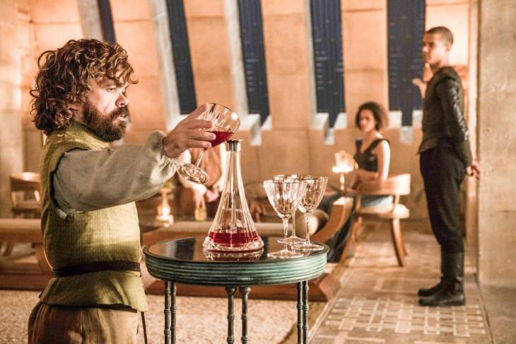 Game of Thrones - Sexta Temporada - Tirion e Missandei ao fundo