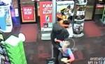 Garoto de 7 anos enfrenta assaltante armado em loja da GameStop