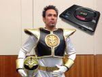 Jason D. Frank, o Ranger Branco exibe seu Mega Drive versão Power Rangers