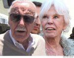 Filha de Stan Lee é acusada de agredir a mãe de 93 anos e presta depoimento à polícia