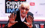 Mais que merecido: Stan Lee deixa sua marca na Calçada da Fama; confira o vídeo!