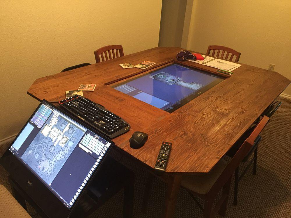 Grupo de Dungeons & Dragons cria mesa para jogar RPG, com TV e touchscreen 4K!