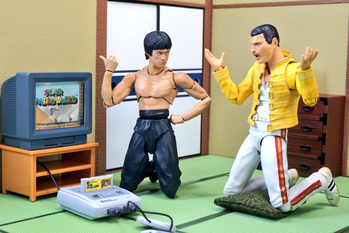 Action Figures - As Aventuras de Bruce Lee e Freddie Mercury
