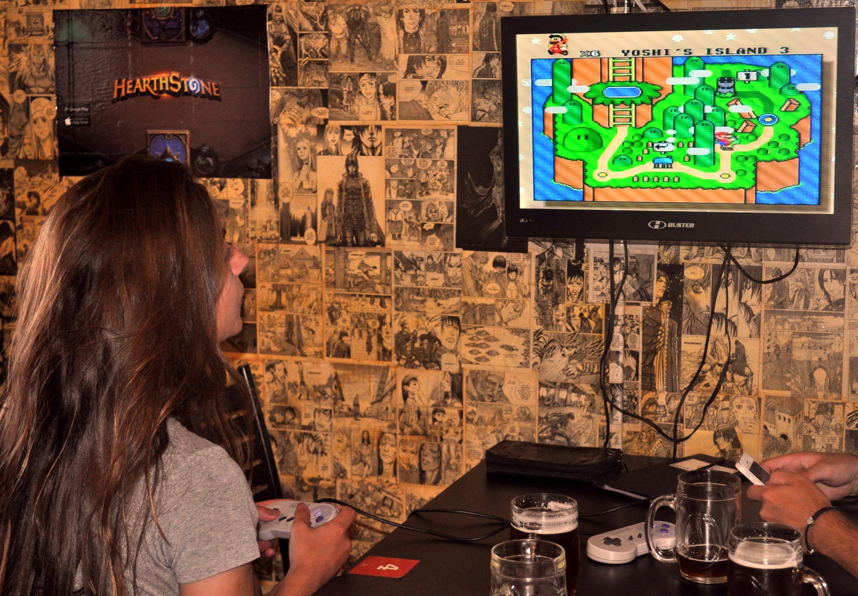Geek Burguer - Jogue videogame enquanto aguarda o seu lanche!