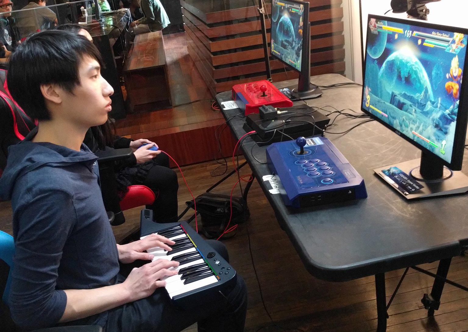 Dragon Ball FighterZ - Canadense usa teclado de Rock Band em torneio de luta
