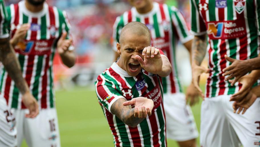 Marcos Júnior, jogador do Fluminense, comemora gol com um Kamehameha
