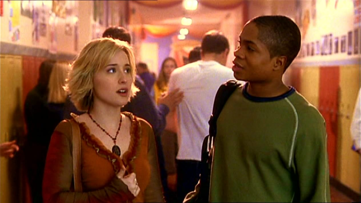 Sam Jones III, colega de Allison Mack em Smallville, diz que ela era normal no set