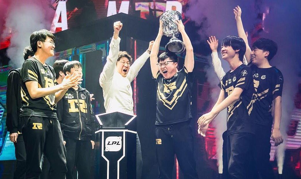 RNG ganhando a LPL - Foto