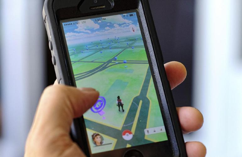 """Pai e filho adulto são presos após briga por causa de """"Pokémon Go"""""""
