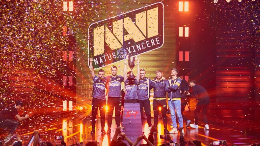 """CS:GO"": Na'Vi vence Fnatic de lavada e leva troféu da StarSeries i-League Season 7"