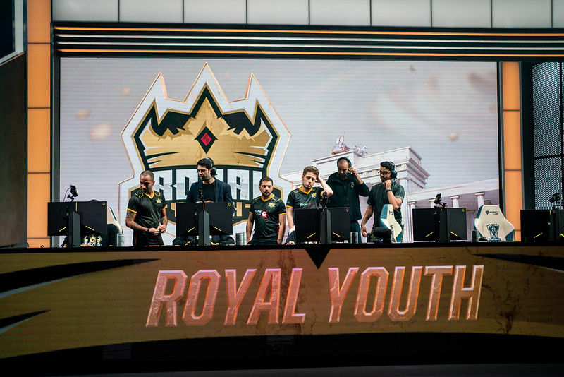 League of Legends: Royal Youth coloca elenco no mercado após Mundial 2019