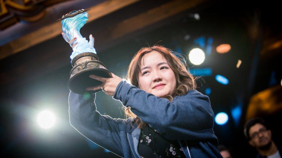 Jogadora chinesa VKLiooon é a primeira mulher a vencer um Mundial de Hearthstone