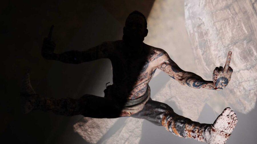 Um dos chefes de God of War tira sarro de Kratos quando a câmera não está olhando