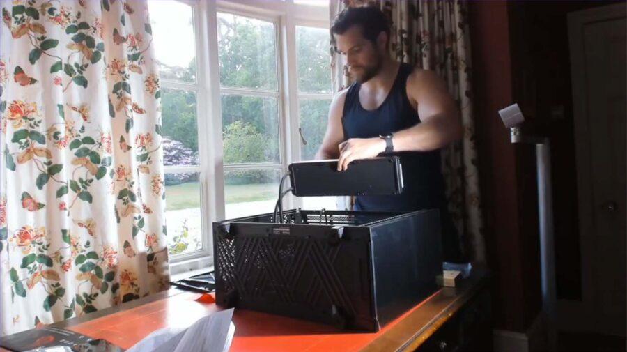 Henry Cavill decide montar seu próprio PC para jogos