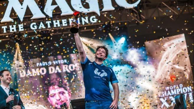 Brasileiro campeão mundial de Magic: The Gathering dá dicas para começar a jogar