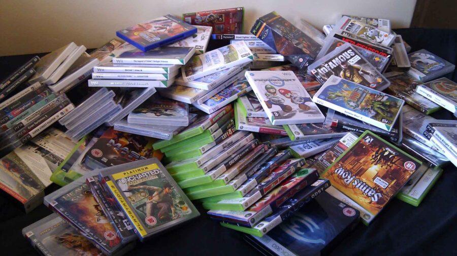 Homem perde coleção de US$ 500 mil em videogames após mãe jogá-la fora