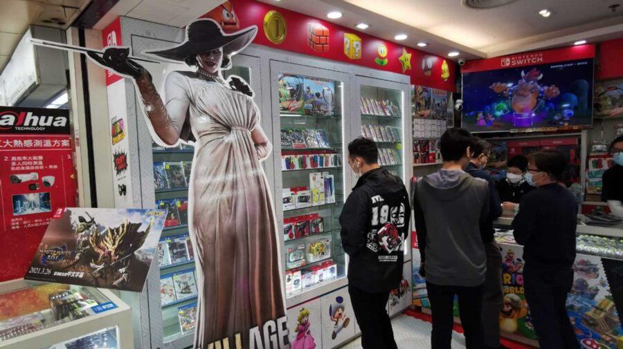 Capcom está usando Lady Dimitrescu de tamanho real para promover Resident Evil Village